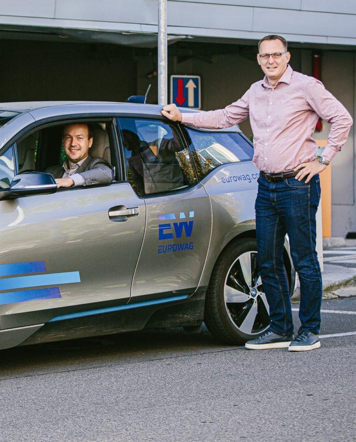 Elektrojízda - Petr Füzék (v autě) a David Nurkovič